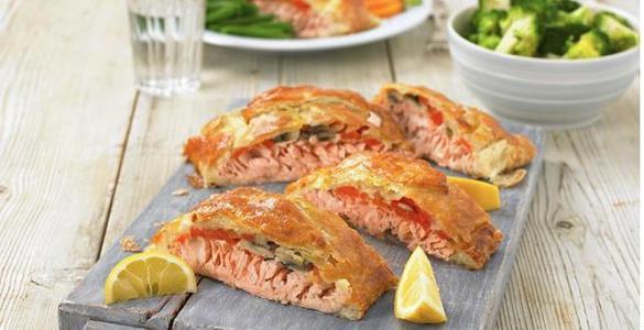 пирог слоеный с рыбой и сыром