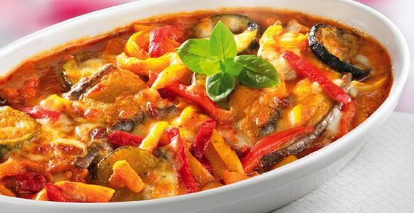 Рецепт вкусной и недорогой закуски из кабачков и помидоров с чесноком.