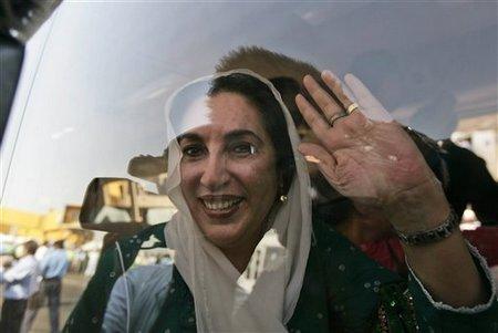 Беназир Бхутто по возвращении в Пакистан. Фото Associated Press