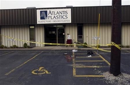 полиция оцепила завод atlantis plastics, фото associated press